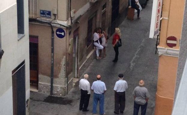 Los vecinos denuncian que la prostituci n llega hasta las - Calle viana valencia ...