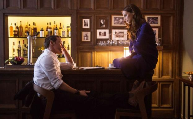 James McAvoy y Alicia Vikander, en 'Submergence'./