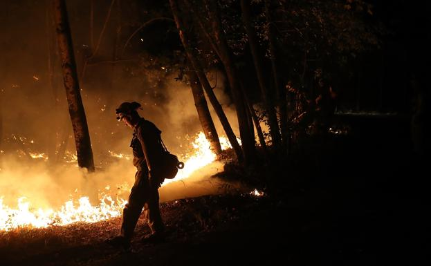 Un incendio forestal en California./AFP