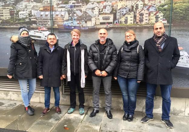 Los representantes de las ciudades implicadas en el programa 'Youth in action' en Bergen. / LP