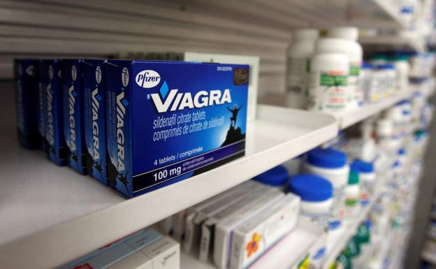 Venta de Viagra en una farmacia. /Mark Blinch (Reuters)