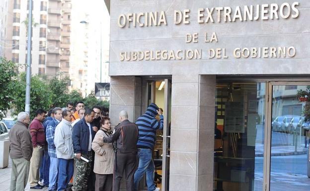 Asilo en valencia extranjer a tramita peticiones for Oficina de extranjeria aluche