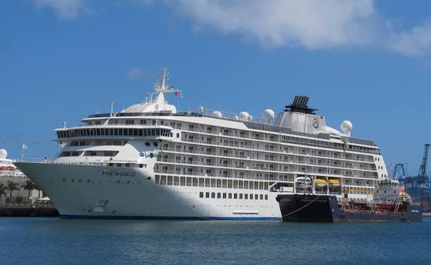 El barco de los millonarios que da la vuelta al mundo llega a Valencia