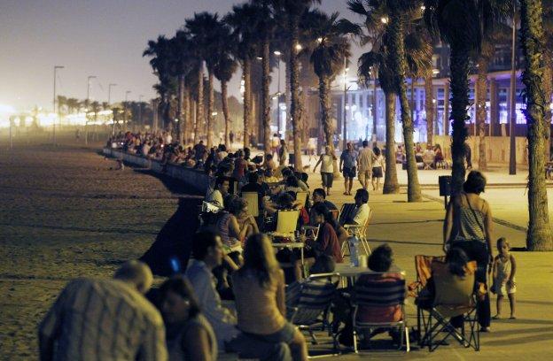 Negocios De La Patacona Quieren Frenar La Ocupación Del Paseo Con Mesas Y Sillas Las Provincias