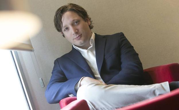 Llobell desarrolla con un equipo desde Suiza nuevos modelos de implantes.