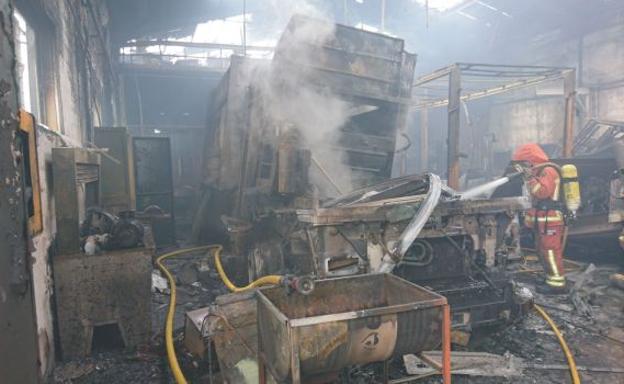 Un incendio calcina un taller mecánico en Quart de Poblet   Las ...