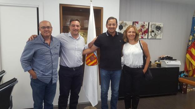Murthy conoce el plan de gomar para la ffcv las provincias for Valencia cf oficinas