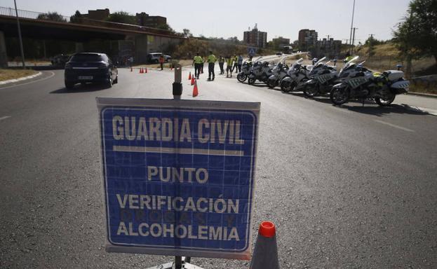 Conducir bajo los efectos del alcohol supone pérdida de puntos del carnet. /Efe