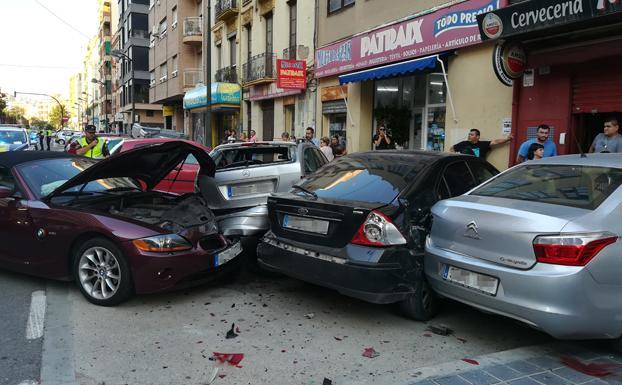 Vehículo accidentado después de colisionar con otros tres coches./Manuel Molines