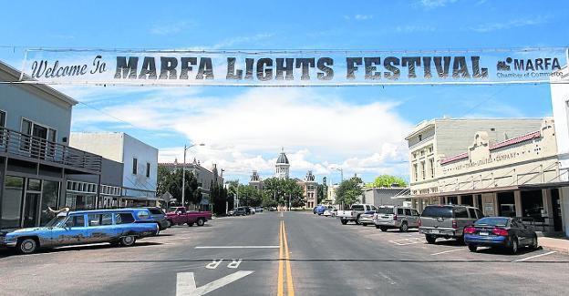 La localidad texana ha convertido sus luces en una rentable atracción turística. / ap