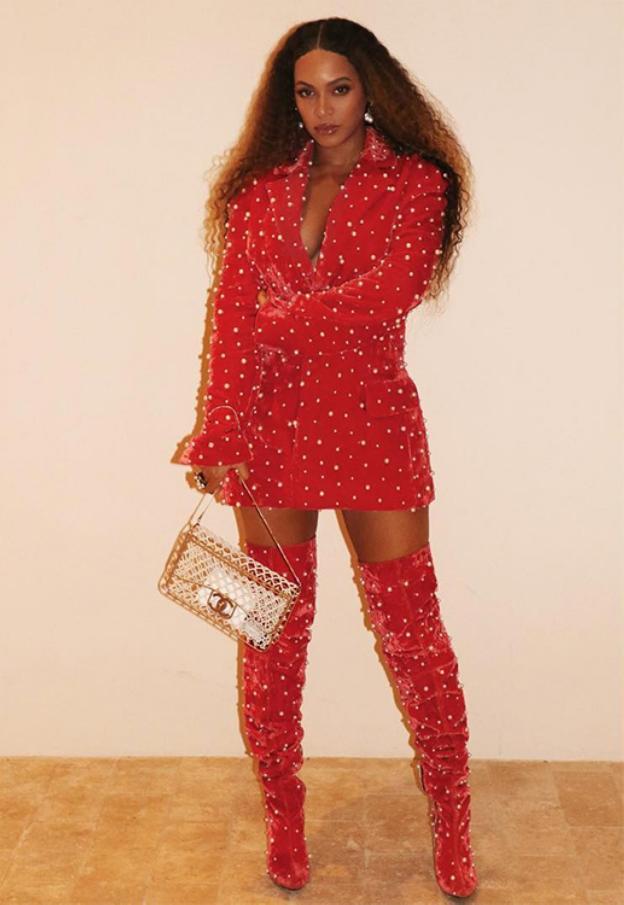 nuevo autentico fotos oficiales reloj Beyoncé viste de María Escoté, diseñadora de 'Maestros de la ...