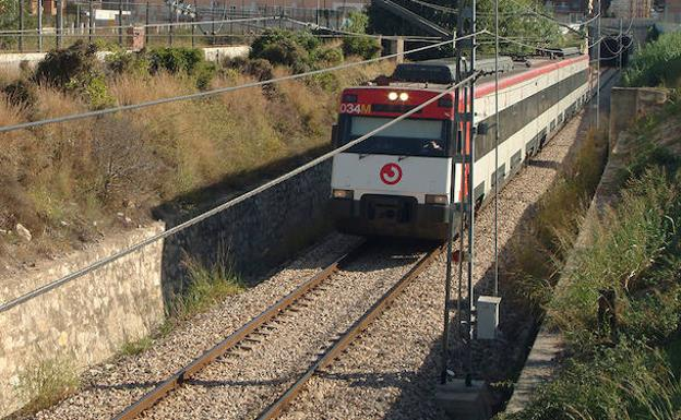 Grandes demoras en las líneas C1 y C2 de Cercanías a Valencia tras un accidente en Alfafar