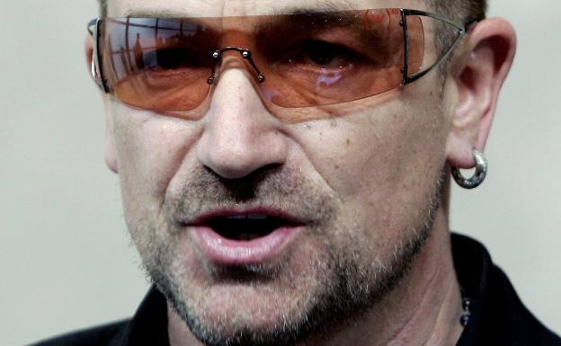 Bono, líder y vocalista del grupo irlandés U2.