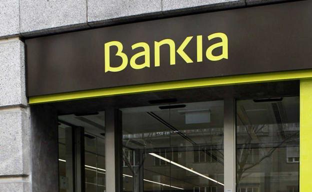 Bankia relaja el cobro de comisiones a clientes afectados por un ERTE