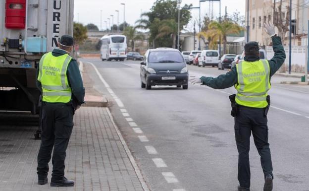 Excepciones en el estado de alarma: los vehículos que sí que pueden circular sin miedo a una multa
