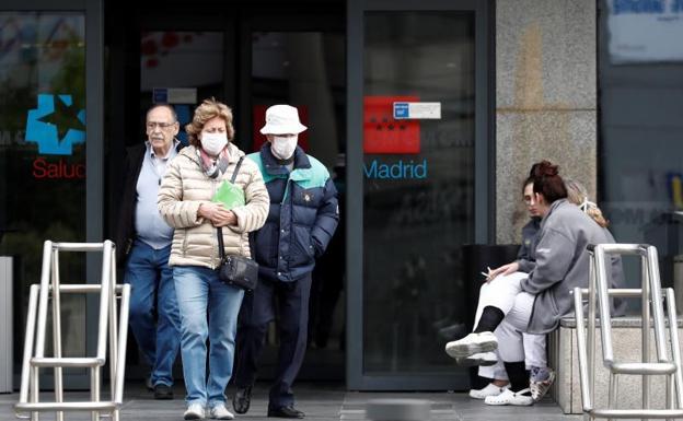 La pandemia vuelve a batir récords en España: se cobra 512 nuevos fallecidos y roza los 40.000 contagiados