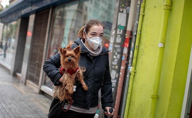 Valencia cierra las zonas de socialización de perros por las aglomeraciones de personas
