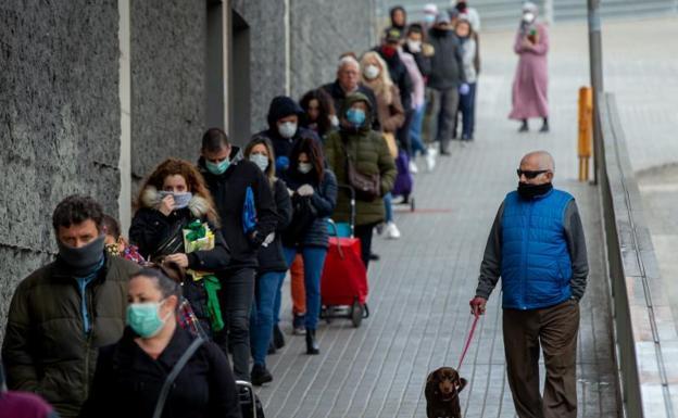 España registra 769 nuevas víctimas mortales aunque por primera vez baja el número de infectados diarios