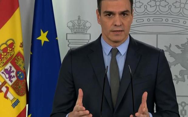 Sánchez se enmienda y paraliza ya durante 15 días toda la actividad «no esencial»
