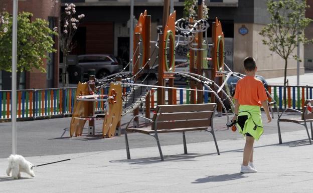 Los 8 supuestos en los que los niños podrán salir a la calle para acompañar a un adulto