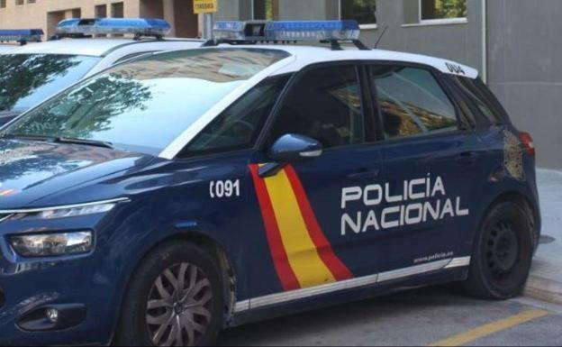 Detenido en Valencia por quemar la puerta de su vecino y amenazar a los policías con ensartarlos con una espada