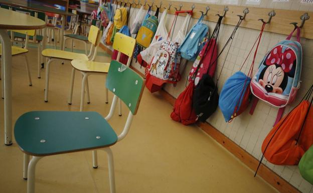 Las aulas vacías de un colegio valenciano/SIGNES
