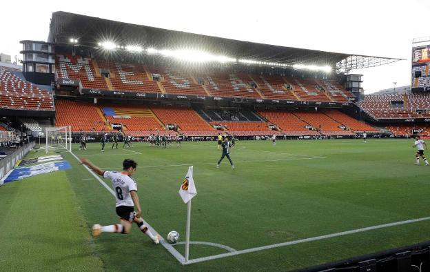 El Valencia contempla que no haya público en Mestalla en toda la próxima temporada