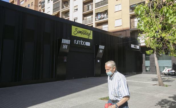 La discoteca cerrada en Valencia pide a su plantilla que se haga el test del coronavirus