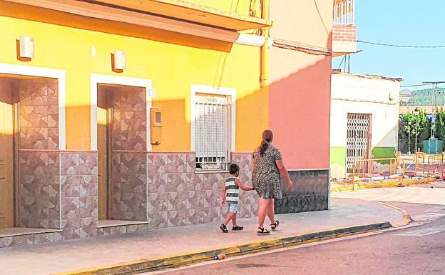 Càrcer. Algunas casas del casco urbano están ocupadas y los vecinos sufren multitud de molestias.