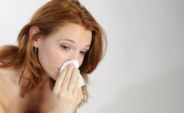 ¿Cómo diferenciar la pérdida del olfato y el gusto por coronavirus de la producida por un resfriado?