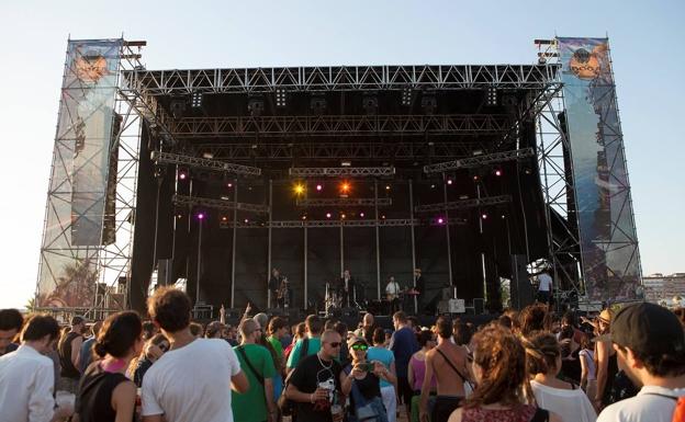El público disfrutando de un concierto en una edición del Iboga Summer Festival en Tavernes. / LP