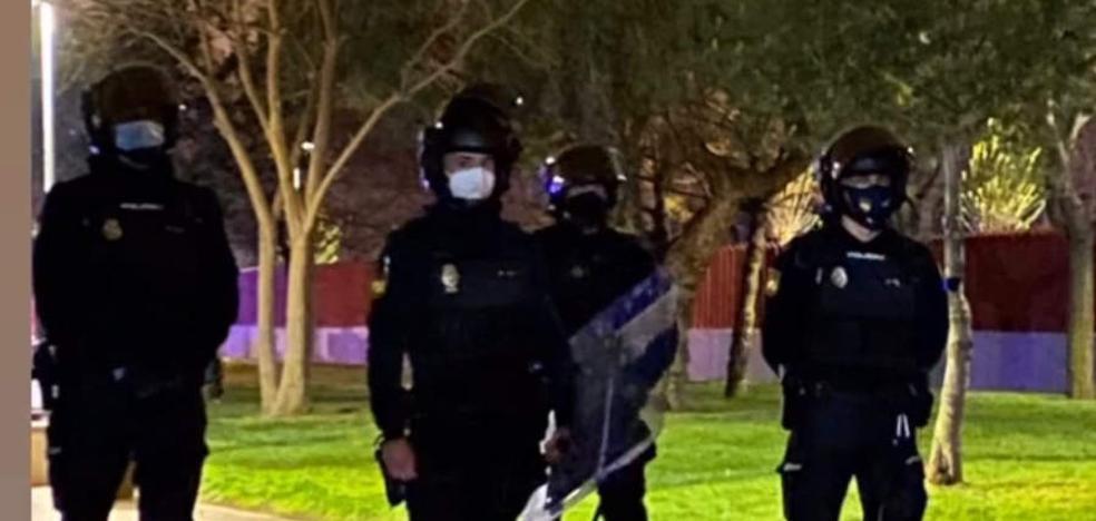Dos detenidos y un agente herido tras un ataque al retén de la Policía Local de Mislata