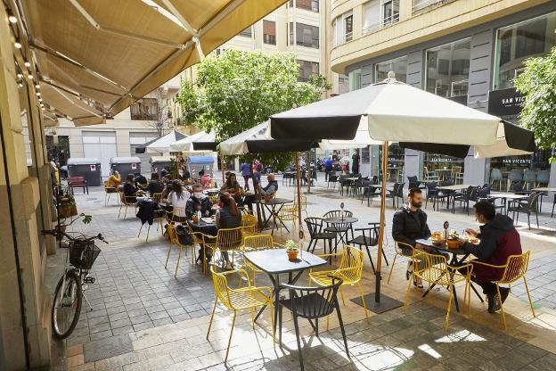 Terraza de un bar en el centro de Valencia. /Iván Arlandis