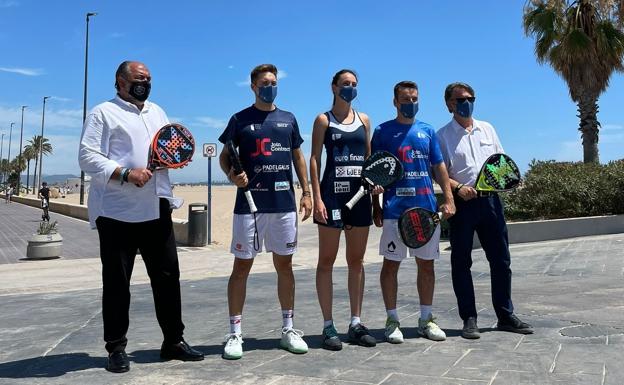 Representantes y jugadores posan en la presentación del Valencia Master. /Fundación Deportiva Municipal