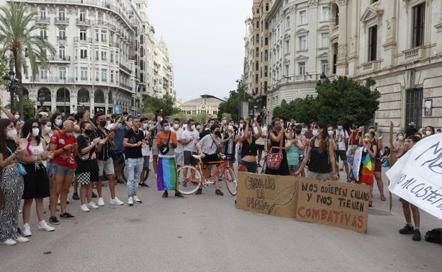 Un momento de concentración hoy en Valencia.  / Jesús Signes